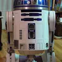 R2 can now stand without support!